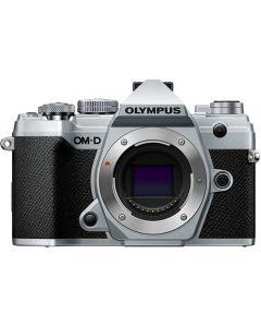 OLYMPUS OM-D E-M5 MARK III HUS SØLV (25mm f/1.8 og ECG-5 greb fra Olympus)